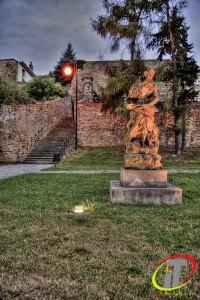 Říjen-Přerov - socha Neptuna na pozadí městských hradebFoto Irena Talpová
